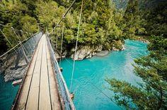 El río turquesa de la ciudad de Hokitika Nueva Zelanda.