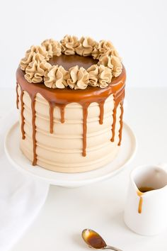 This Caramel Cake recipe is perfect for that die hard caramel fan in your life. Homemade caramel sauce is used in the cake layers, frosting, and the drip! Caramel Drip Cake, Salted Caramel Chocolate Cake, Chocolate Caramels, Caramel Cupcakes, Caramel Cake Icing, Chocolate Tarts, Salted Caramels, Bolo Drip Cake, Drip Cakes