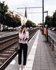 When you look back on your life youll regret the things you didnt do more than the ones you did.  sagen verträumte Tumblr Zitate ja immer so vor sich hin. Aber die kennen wohleinfach michnicht. Klar bereue ich manchmal etwas was ich nicht gemacht habe aber viel öfter bereue ich dass ich etwas gemacht habe und schäme mich im Nachhinein in Grund und Boden. Oh Gott ich bin voller Reue.  Eine neue Kolumne gibt's auf dem Blog.  #fashionblogger_de #germanblogger #blogger_de #kolumne #regrets…