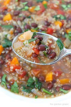 Quinoa Black Bean Soup Vegan Mexican Recipes, Meatless Recipes, Good Healthy Recipes, Easy Healthy Recipes, Raw Food Recipes, Meat Recipes, Black Bean Quinoa, Black Bean Soup, Food Type