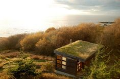 With a sod roof and weathered cedar siding, Eagle Point cabin blends with the San Juan Island landscape. It has 1 bedroom in 688 sq ft. | ww...