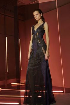 See the complete Pamella Roland Pre-Fall 2017 collection.