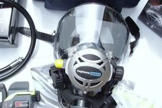 Full face dive masks are looking to be the next big thing in diving. Should you switch? Here's the Pros and cons of scuba diving with a full face mask. Scuba Diving Quotes, Best Scuba Diving, Scuba Bcd, Scuba Diving Magazine, Diving Regulator, Diver Tattoo, Dive Mask, Diving Helmet, Scuba Diving Equipment
