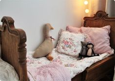 Gorgeous-vintage bed and linen bedding