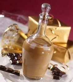 LIQUEUR OF CHOCOLATE NUTS of walnut liqueur, of dark chocolate of liquid cream, sugar according to your taste, of cognac) Yummy Drinks, Healthy Drinks, Spirit Drink, Chocolate Liquor, Beautiful Fruits, Wine And Liquor, Irish Cream, Cocktail Drinks, Clean Eating Snacks
