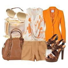 С чем носить коричневые босоножки: светло-коричневые шорты, топ с принтом, оранжевый пиджак, кожаная сумка