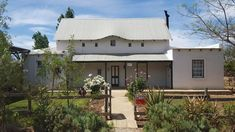 Tumbleweed Cottage accommodation near McGregor, Western Cape. Beautifully restored and set in a lovely garden with splash pool close at hand, Tumbleweed Cottage is a gem of a getaway.