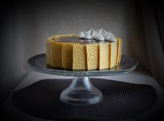Kávé mousse torta karamellel, kávés habcsókkal és texturált csokilapokkal | Sweet  Crazy Mousse, Cake, Food, Food Cakes, Caramel, Kuchen, Essen, Meals, Torte