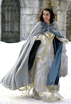 Adelaide Kane & Caitlin Stasey: Snowball Fight on 'Reign'!: Photo Adelaide Kane and her ladies in waiting try to keep warm while playing in the snow in this new still from Reign. Adelaide Kane, Medieval Dress, Medieval Fantasy, Serie Reign, Marie Stuart, Reign Tv Show, Reign Mary, Reign Dresses, Reign Fashion