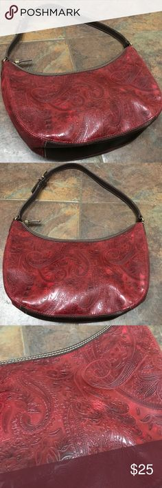 Relic Bandana Print Purse This is like new but has a tiny red marker mark on one side. Not even noticeable! This is a stunning purse that's a burnt red bandana print. Relic Bags Shoulder Bags