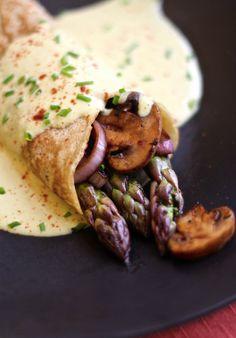 Crepes de espárragos con salsa | #Receta de cocina | #Vegana - Vegetariana http://www.tipsnutritivos.com/alimentacion/recetas/
