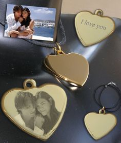 Pendentif gravé avec photo 19,90€ Gravure Photo, Photos, Rings, Wrapping Papers, Fantasy, Jewerly, Pictures, Ring, Jewelry Rings