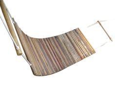Rede feita de cabos de vassoura usadas.
