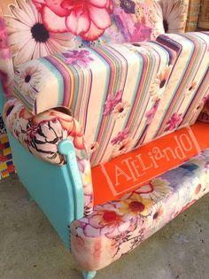Ateliando - Customização de móveis antigos  Detalhes do nosso composê entre cores, texturas e tecidos.