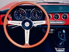 Alfa Romeo Spider Duetto 1966-1969, I adore old steering wheels and dashboards like this one ;) just makes the car more smart