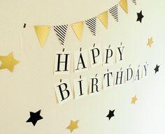 お誕生日用のペーパーガーランド&壁飾りセットです。ガーランドを背景に記念撮影もより豪華に残せます☆★