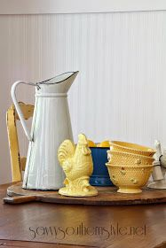 Savvy Southern Style: They're Back Paint large rooster white Country Style Homes, French Country Style, French Country Decorating, Cottage Style, Vintage Farm, French Vintage, Yellow Cottage, Savvy Southern Style, Vintage Enamelware