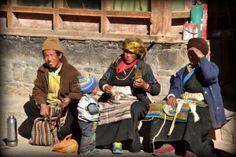 Witamy w Lhasie. Pałac Dalajlamy, ludzie i najbardziej wyczekiwany temat: jedzenie. Czytaj więcej na: http://smieszynkatravel.com/lhasa-dzien-2/  #lhasa #tybet #jedzenie #ludzie #buddyzm #dalajlama