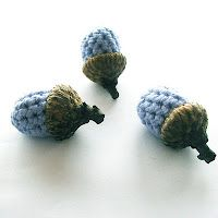 Little acorns from Annemaries Haakblog. I made these and put them in a pretty dish.