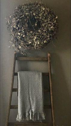 Winter Wreath of pine cones, evergreen, and eucalyptus & perfect winter decor. Ikea Kids Kitchen, Shower Together, Funny Bathroom Decor, Funky Junk Interiors, Pergola Garden, Elegant Living Room, Brown And Grey, Living Room Designs, Ladder Decor