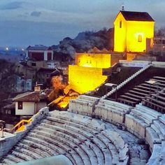 Пловдив (Plovdiv) nel Пловдив metropolis (capital) of the province of Thrace former Philipopolis, probably the Komnenos came from this area.