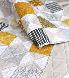 10 Free Modern Quilt Patterns to Sew (Crafting a Green World) Fox Quilt, Grey Quilt, Yellow Quilts, Colorful Quilts, Modern Quilt Patterns, Quilt Patterns Free, Sewing Patterns, Geometric Quilt, Cute Quilts