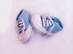 Free crochet pattern baby shoes for newborns! - Free crochet pattern baby shoes for newborns! Free crochet pattern baby shoes for newborns! Crochet Baby Boots, Crochet Shoes, Crochet Yarn, Free Crochet, Booties Crochet, Crochet Stitches, Baby Knitting Patterns, Baby Patterns, Crochet Patterns