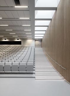 As part of the updating of the existing master plan for the Novo Nordisk site at Måløv, RH ARKITEKTER built two new research laboratories for the company's Diabetes Research Unit. Interior Stairs, Interior Architecture, Interior Design, Indian Wedding Venue, Auditorium Design, Novo Nordisk, Lecture Theatre, House Ceiling Design, Master Plan