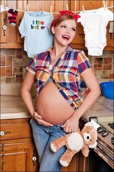 I would love a pregnancy shot like this!! Some day ;)