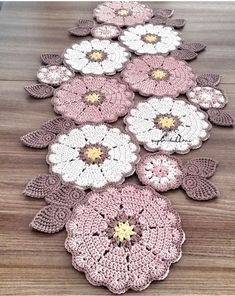 Crochet Patterns combine Love the colour combination of these doilies - no pattern, only an image. Units of Bajo-Platos made Trapillo to crochet 35 cm. in by SusiMiu Camino a crochet This Pin was discovered by Mar No photo description available. Mandala Au Crochet, Crochet Motifs, Crochet Squares, Crochet Doilies, Crochet Flowers, Crochet Carpet, Crochet Home, Crochet Crafts, Yarn Crafts