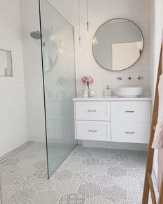 68 + Amazing Tiny House Badezimmer Dusche Ideen – eleganhome – Join in the world of pin Tiny House Bathroom, Bathroom Design Small, Bathroom Interior Design, Master Bathroom, Bathroom Vanities, Bathroom Cabinets, Mirror For Small Bathroom, Bathroom Sets, Tiny House Shower