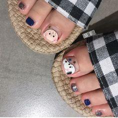 Cute Pedicure Designs, Toe Nail Designs, Snoopy Nails, Feet Nails, Toenails, Japan Nail Art, Pretty Toe Nails, Piercings, Disney Nails