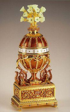 Uovo imperiale di Fabergè 1899: bouquet di gigli e orologio, regalo dello zar Nicola II alla zarina Alexandra. Museo Armeria del Cremlino, Mosca. http://www.molu.it/?p=3146