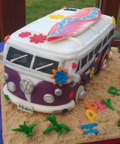 Crazy bakery: 10 cakes that you've guaranteed never seen before VW bus Pie Crazy Backstube: 10 Torten, die ihr so garantiert noch nicht gesehen habt 12 Source by krumell Crazy Cakes, Fancy Cakes, Pretty Cakes, Cute Cakes, Beautiful Cakes, Amazing Cakes, Hippie Birthday, Hippie Party, Camper Van Cake