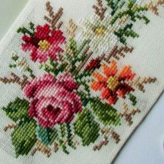 Sajou mini bell pull - Cross s Cross Stitch Rose, Cross Stitch Flowers, Cross Stitch Charts, Cross Stitch Patterns, Needlework, Projects To Try, Shabby Chic, Embroidery, Crochet