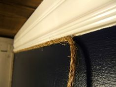 Trim your walls in attractive rope for a subtle yet interesting detail. Good for messy corners, too. Nautical Bedroom, Nautical Bathrooms, Beach Bathrooms, Nautical Home, Western Bathrooms, Nautical Design, Small Bathroom, Western Rooms, Western Decor