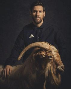 They said that the average lifespan of a GOAT is years which is weird because Leo Messi turned 32 today. Football Player Messi, Football Players Images, Messi Soccer, Football Soccer, Messi Pictures, Messi Photos, Messi New Shoes, Messi Wallpaper 2017, Messi Son