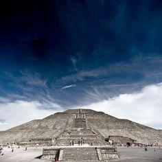 Pirámide del Sol  - Teotihuacan, México  - 2011  - Nextick photography - https://www.flickr.com/photos/jetdedt/5402266214/