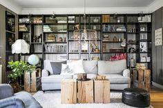 VM designblogg: Σκανδιναβική κατοικία Home Libraries, Japanese Design, Scandinavian Home, Decoration, Great Rooms, Family Room, Bookcase, House Design, Furniture