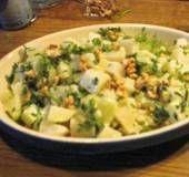 Een fijn (vegetarisch) bij- of hoofdgerecht. Door de walnoten en kervel komt de fijne smaak van de koolrabi goed tot zijn recht. Met slagroom en extra...