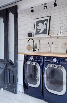 Glossy black & white laundry room. I wish this was dark blue and white. Love the doors.