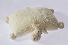 Hem yumuşacık bir yastık hem de sevimli bir oyuncak. Çocuğunuzun yüzünü güldürecek çok sevip sarılmak isteyeceği şirinlikte mükemmel bir arkadaş.