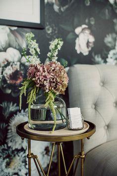 The colour of the flowers (hydrangeas?) via Ana Rosa Interior Design Living Room, Living Room Decor, Interior Decorating, Bedroom Decor, Flowers Wallpaper, Style Deco, My New Room, Home Fashion, Home Decor Inspiration