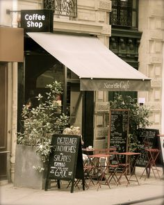 Paris Cafe - a walk down the streets of Paris n end it with coffee! Paris Cafe - a walk down the str French Coffee Shop, Vintage Coffee Shops, French Cafe, French Bistro, Paris Coffee Shop, French Food, Cute Coffee Shop, Vintage Cafe, Restaurant Design