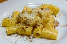 Rigatoni con crema di robiola, guanciale e curry | Food Loft - Il sito web ufficiale di Simone Rugiati