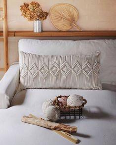 Crochet Cushion Pattern, Crochet Cushions, Sewing Pillows, Macrame Art, Macrame Design, Macrame Projects, Macrame Tutorial, Macrame Patterns, Pillow Design