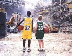 Larry Bird from the Boston Celtics and Magic Johnson from the LA Lakers autographed photo. Looks cool. Larry Bird, Sports Basketball, Basketball Players, Magic Johnson Lakers, Jason Williams, Black Art Pictures, Boston Strong, Boston Sports, Nba Stars