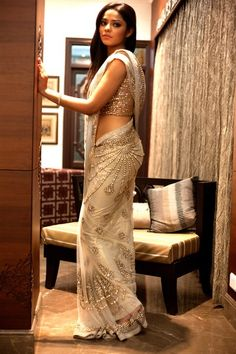 Soma Sengupta Indian Bridal- So Ethereal White & Gold Sari! Indian Bridal Wear, Indian Wear, Indian Style, Indian Ethnic, Indian Dresses, Indian Outfits, Saris Indios, Desi Clothes, Indian Clothes