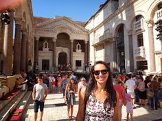 Split e Trogir, duas cidades na Croácia.Split é a maior e mais importante cidade da Dalmácia. Já Trogir é uma cidade histórica e portuária. O centro histórico de Trogir é considerado pela UNESCO como Patrimônio da Humanidade.
