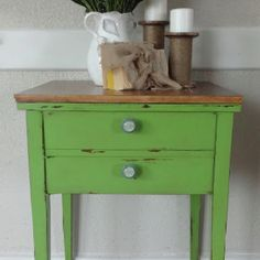 Green chalk painted end table...I love this table, but possibly in a pale blue or turquiose destressed to put in the dining room by the back door....
